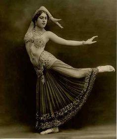 Turkish belly dancer Sabine Sevan