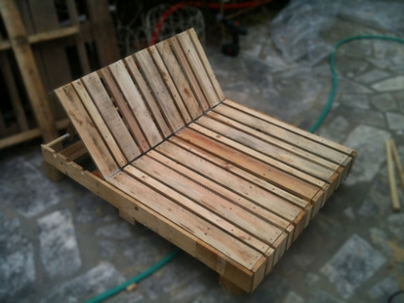 Pallet_chauffeuse outdoors