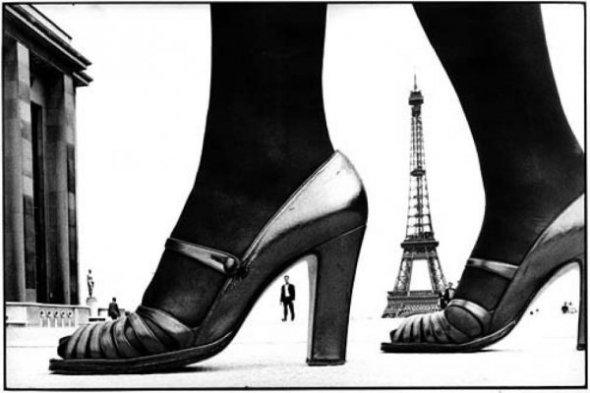 Frank Horvat-arts-paris-shoe-eiffel-tower