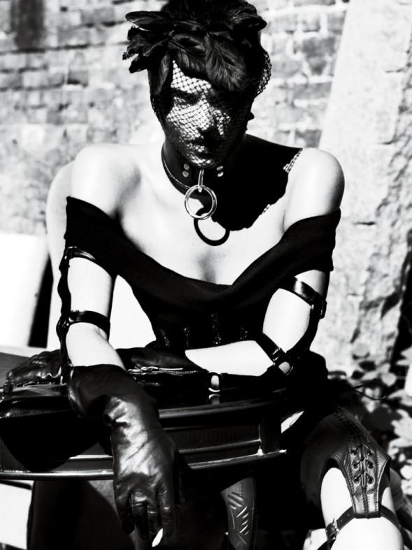 strict-Dress Versus. Headpiece Jennifer Behr. Choker The Leather Man. Gloves Lacrasia. Bag Dior Haute Couture. Leg Brace David Samuel Menkes.