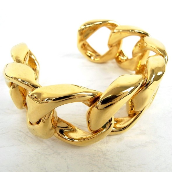 Chanel - Gold Metal Linked Cuff