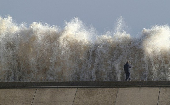 Photo: Rueters Tidal Surge in Britain triggers Code Red in Netherlands