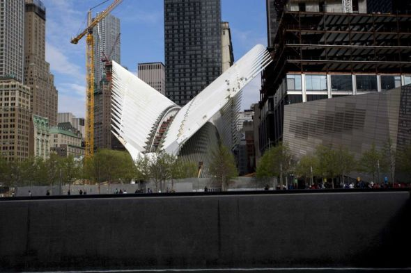 World-Trade-Center-PATH-Exterior view of the Oculus, framed by white ribs next to the World Trade Center and 911 memorial site on May 6, 2015. (Credit Yeong-Ung Yang - Yeong-Ung Yang)