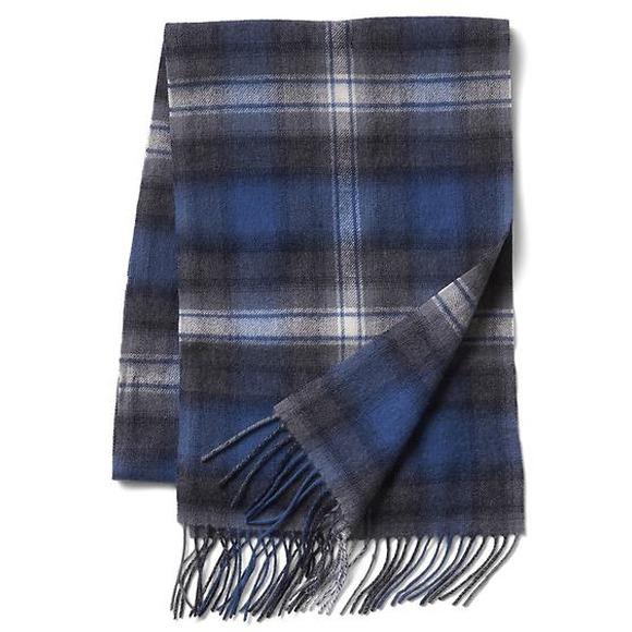 gap-men-pendleton-brushed-wool-scarf-blue-edge