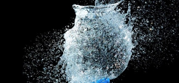 take-picture-exploding-water-balloon-1280x600