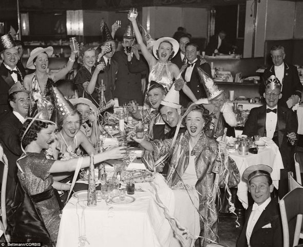 vintage-new-years-eve-celebrations-1930s-50s-05