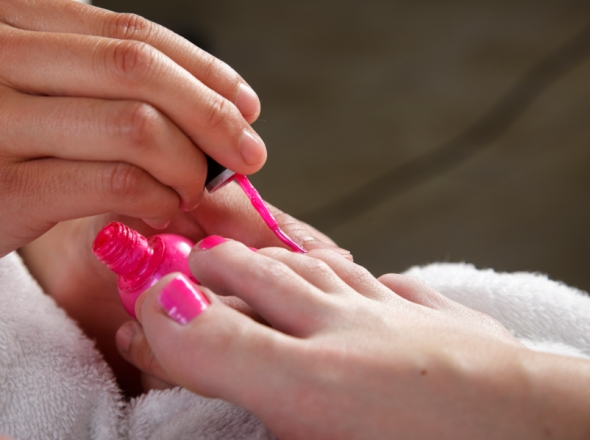 bright-pink-toenails-istockphoto