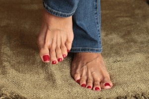 red-toe-nails