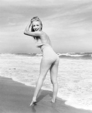 exuberance at the beach marilyn-monroe-curves-marylin-monroe