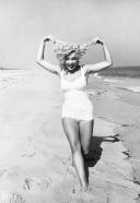 exuberance on the beach Marilyn_Monroe_at_Amagansett_Beach_in_the_Hamptons__by_Sam_Shaw_1958__10_