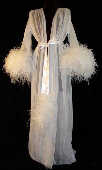 white feather vintage-peignoir-fashion | dievca