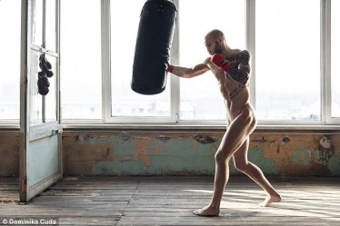 Calendar Polish boxer Maciej Sulecki gave a glimpse into his professional routine