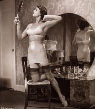 Mirror-vintage-girdle-vintage-underwear 2