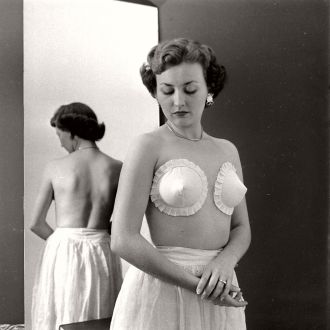 vintage-the-adhesive-bras-1949-07