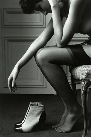 jean loup-sieff-black-white-photography stockings boots