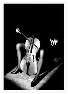 jean-loup-sieff-musical-instruments Paris Cello stockings