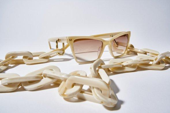 chunky-sunglass-chain-in-alabaster-104712_1800x1800
