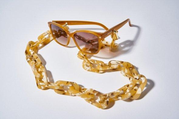 chunky-sunglass-chain-in-mango-tortoise-700364_1800x1800