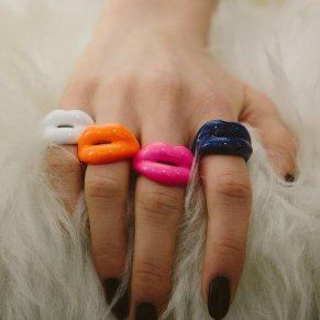 Solange Hotlips Rings hand